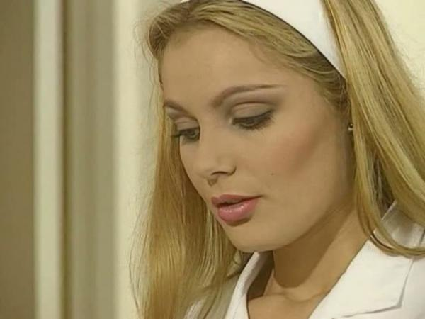Пока жена в ванной муж дерёт в попку красивейшую служанку / Laure Sainclair (1997) DVDRip
