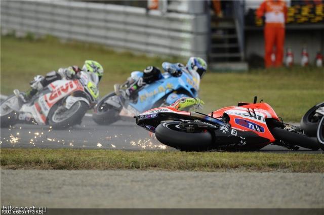 Падение Валентино Росси в Гран При Мотеги